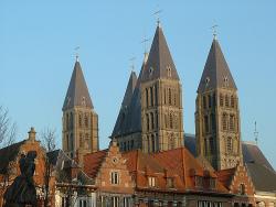 De torens van de kathedraal van Doornik (foto: OliBac)